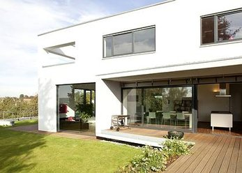 Villa/detached house in the Bauhaus style